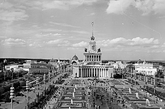 1 августа 1939 года все центральные газеты СССР вышли с сообщениями о торжественном открытии ВСХВ.