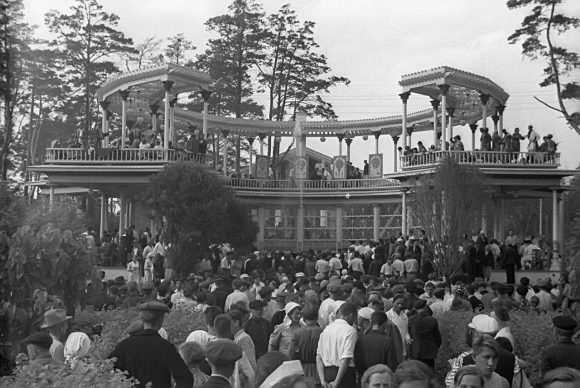 Узбекская чайхана на территории Выставки. 1939 год